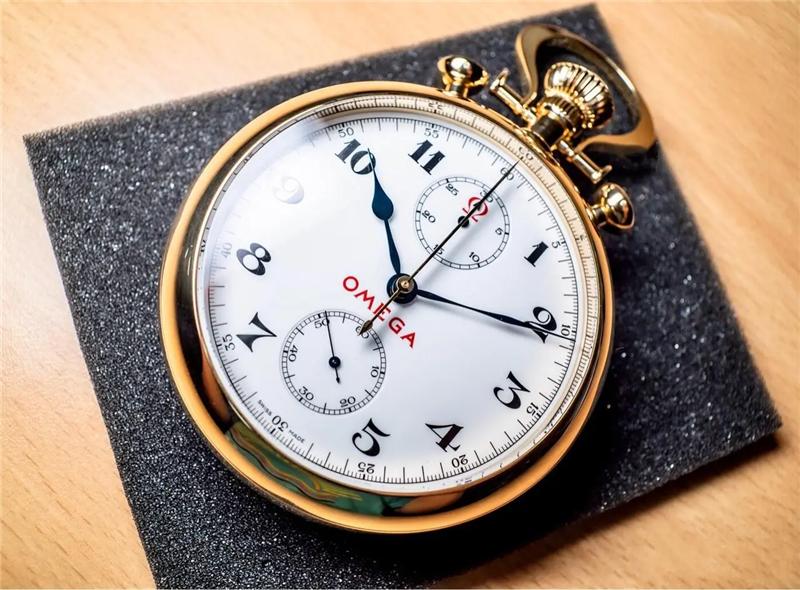 """第一个现代""""机械表""""-摆钟"""